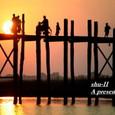 「夕日と橋と帰る人々」